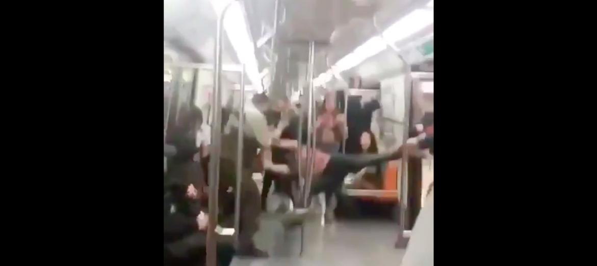 Violenta detención de Carabineros en una estación del Metro
