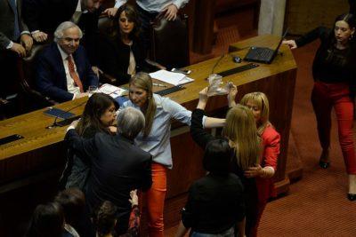Gritos, empujones y recriminaciones: la pelea que se salió de control en el Congreso