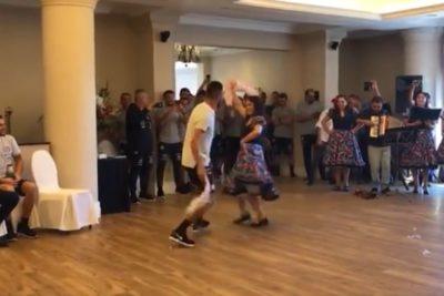 VIDEO | Mauricio Isla se luce bailando cueca y saca aplausos de sus compañeros de la Roja