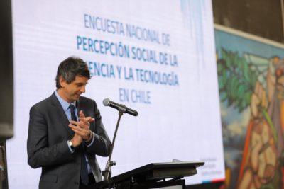 TV, internet y documentales son los medios favoritos de los chilenos para informarse de ciencia y tecnología