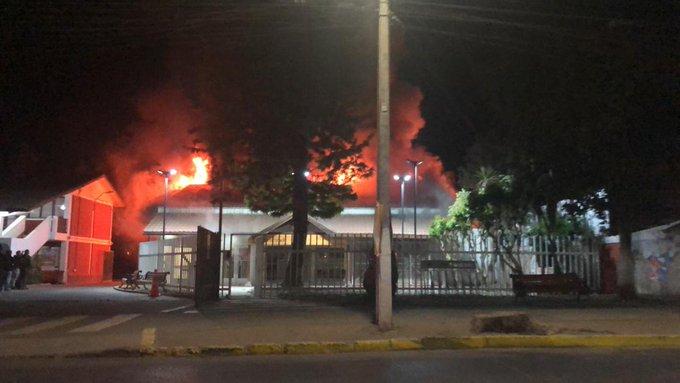 VIDEO | Municipalidad de Olmué y parte de El Patagual resultaron incendiados