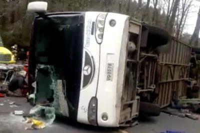 Dos muertos y más de 40 heridos en accidente de bus escolar en Curacautín