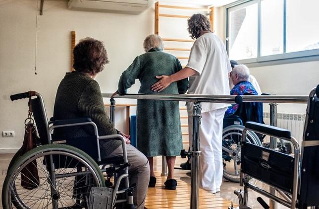 """Detienen a tres enfermeras por organizar """"club de la pelea"""" en asilo de ancianos"""