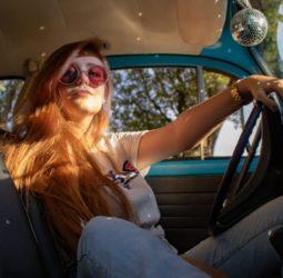 Al volante: el nuevo papel de la mujer en la industria automovilística
