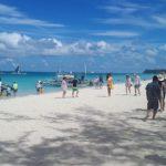 Arrestan a turista por usar microbikini en una playa de Filipinas