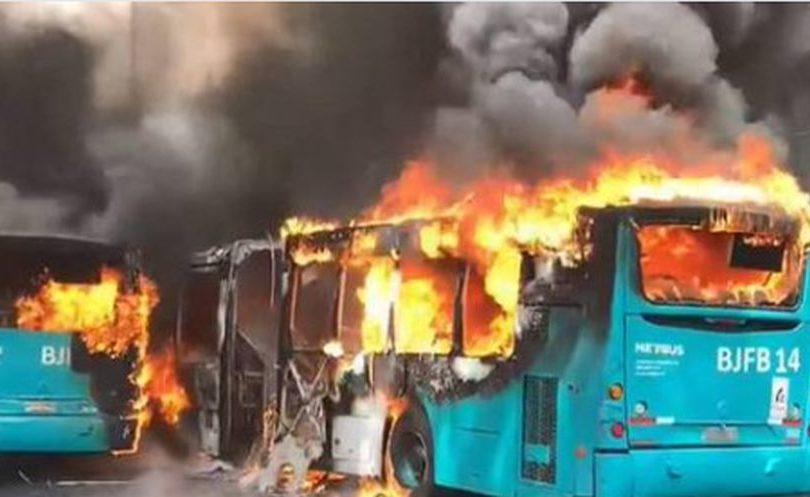 """La verdad sobre el """"montaje"""" de los buses quemados del Transantiago"""