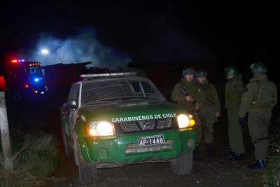 Dos carabineros lesionados tras ataque incendiario en Tirúa