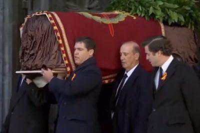 Exhuman los restos del dictador español Francisco Franco