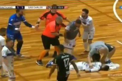 VIDEO | La brutal patada en la cara que dejó a un jugador inconsciente en el futsal de Brasil