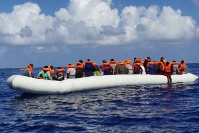 """""""Se abrazaron hasta el último momento"""": encuentran cadáver de una madre inmigrante junto a bebé en el fondo del Mediterráneo"""