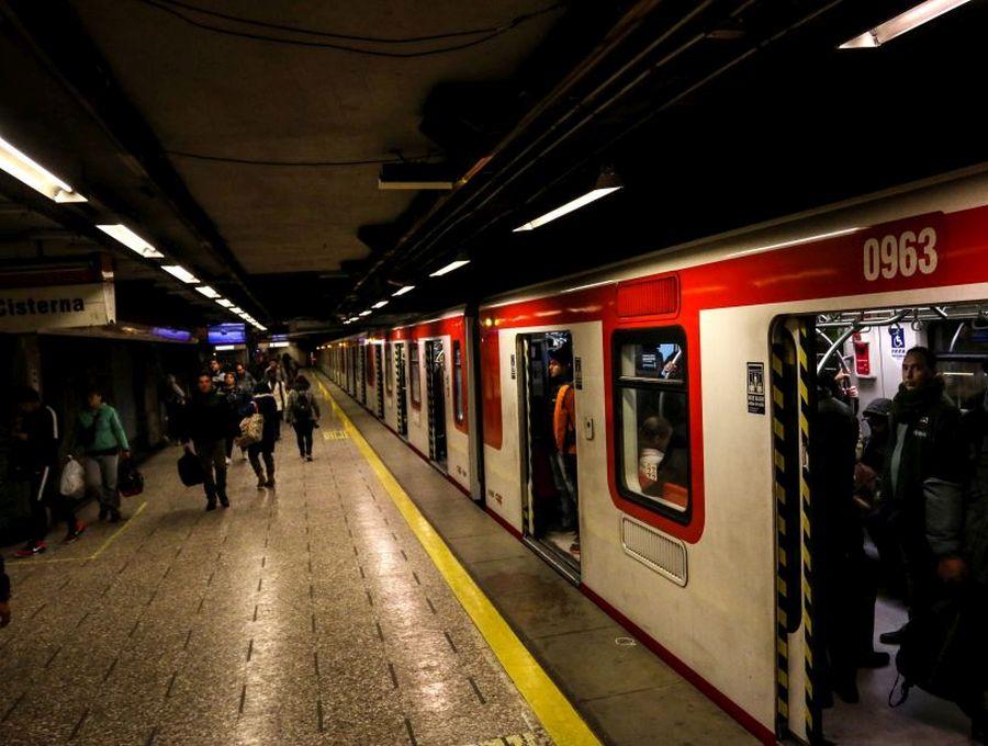Metro cierra estaciones por nueva evasión masiva