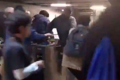 Evasión masiva llega a estación Viña del Mar del Metro de Valparaíso