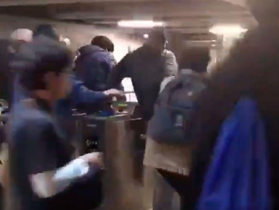 Evasión masiva llega a estación del Metro de Valparaíso