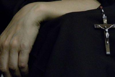 Cura pedófilo es condenado a vivir en reclusión de por vida: tiene 95 años