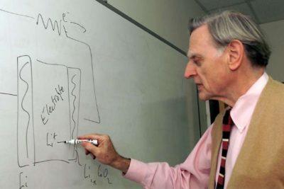 """Inventor de la batería de celulares y ganador del Nobel de Química revela que no tiene teléfono: """"No me gusta que me molesten"""""""