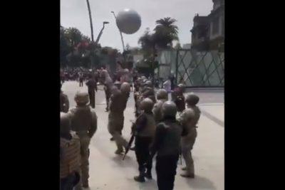 VIDEO | Militares juegan voleibol con manifestantes en Viña del Mar