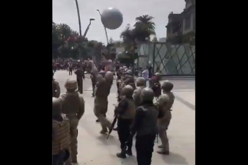 VIDEO   Militares juegan voleibol con manifestantes en Viña del Mar