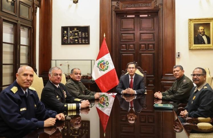 Crisis política en Perú: Fuerzas Armadas respaldaron a Martín Vizcarra