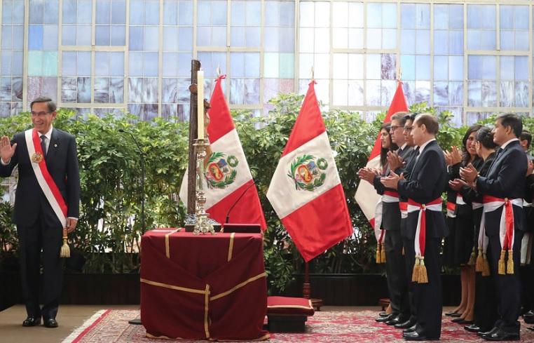 Martín Vizcarra presenta nuevo gabinete en medio de crisis política