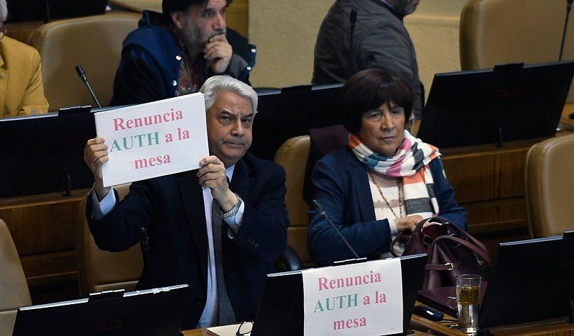 Todos contra Pepe Auth: piden renuncia y censura a mesa directiva