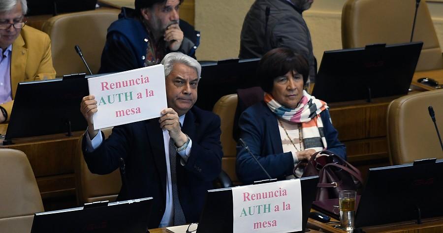 """""""Todos contra Pepe Auth: piden renuncia y censura a mesa directiva"""""""