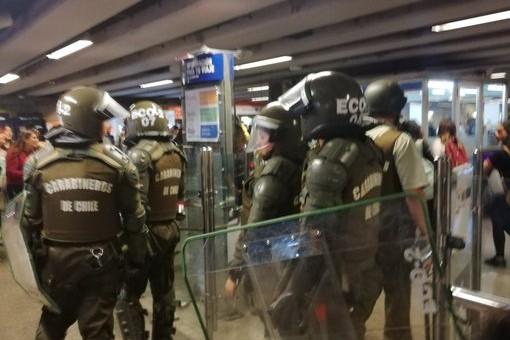 VIDEO   Metro debió cerrar ocho estaciones por evasión masiva