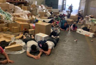 Detienen a 31 personas que saqueaban un supermercado en Puente Alto