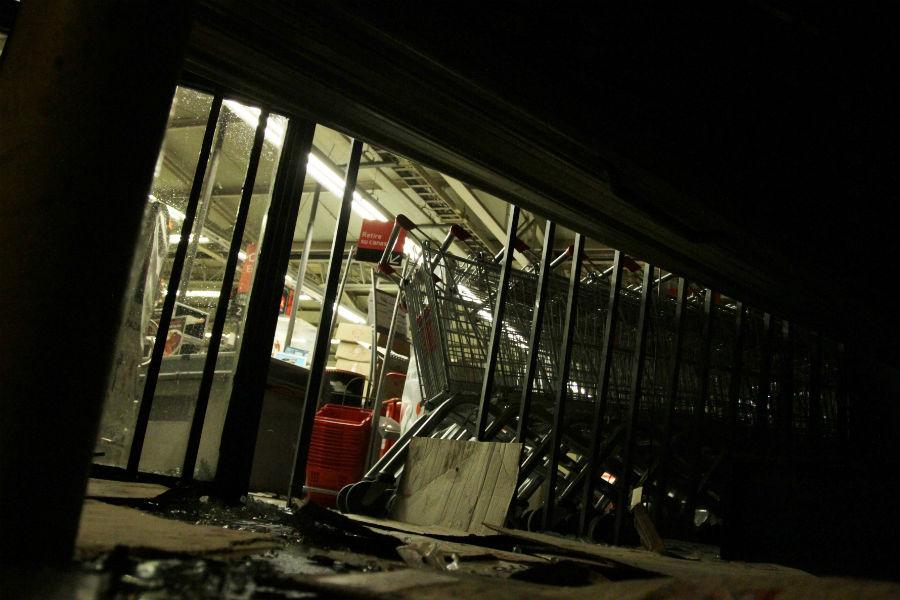 Santiago Centro: hombre habría muerto electrocutado tras saqueo en supermercado
