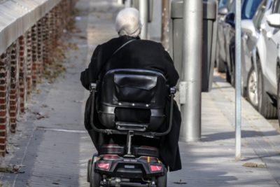 Anciana de 81 años fue detenida por traficar 17 kilos cocaína en su silla de ruedas