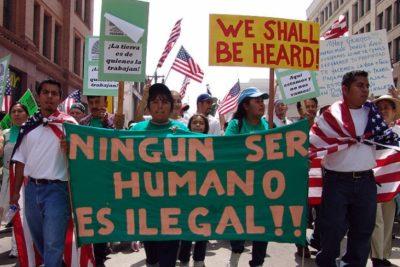 Trump impedirá la entrada a EE.UU. de inmigrantes sin seguro médico