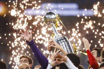 Conmebol reunirá a los presidentes de River y Flamengo para definir la final de la Libertadores