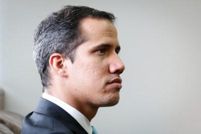 Encapuchados armados irrumpieron sede del partido de Juan Guaidó