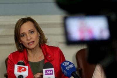 """""""Estemos a la altura"""": Carolina Goic cuestiona a Beatriz Sánchez por compartir animación en medio de la crisis"""