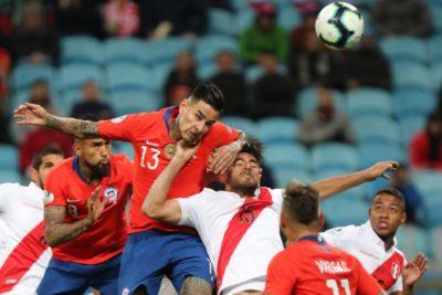 """Perú ve """"muy difícil"""" suspender el partido amistoso con la Roja"""