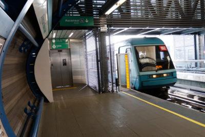 Estudiantes interrumpen el servicio de la Línea 5 del Metro