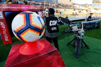 Sernac oficia a CDF para compensar a abonados por suspensión del fútbol