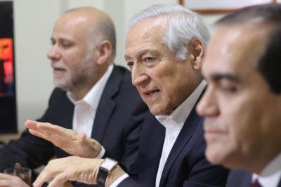 Partidos de oposición entregan contrapropuesta a agenda social del Gobierno