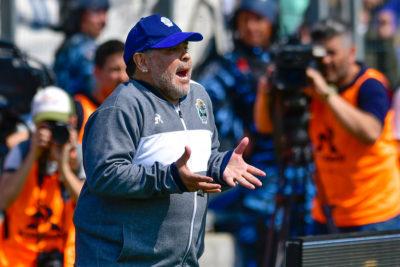 Maradona vuelve a ser entrenador de Gimnasia horas después de renunciar
