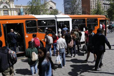 Adelantan refuerzo de buses en Santiago a las 15 horas