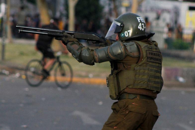 Corte de Antofagasta prohíbe uso de armas letales y balines contra manifestantes pacíficos