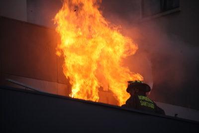 Manifestantes saquearon e incendiaron Registro Civil de Providencia