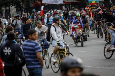 Carabineros refuerza seguridad de casa de Piñera tras manifestación de ciclistas