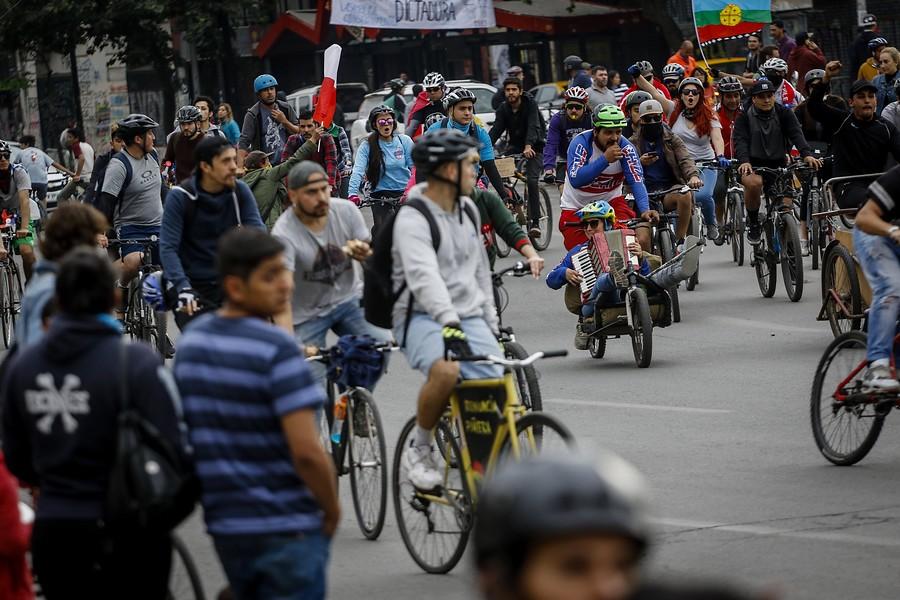 """""""Carabineros refuerza seguridad de casa de Piñera tras manifestación de ciclistas"""""""