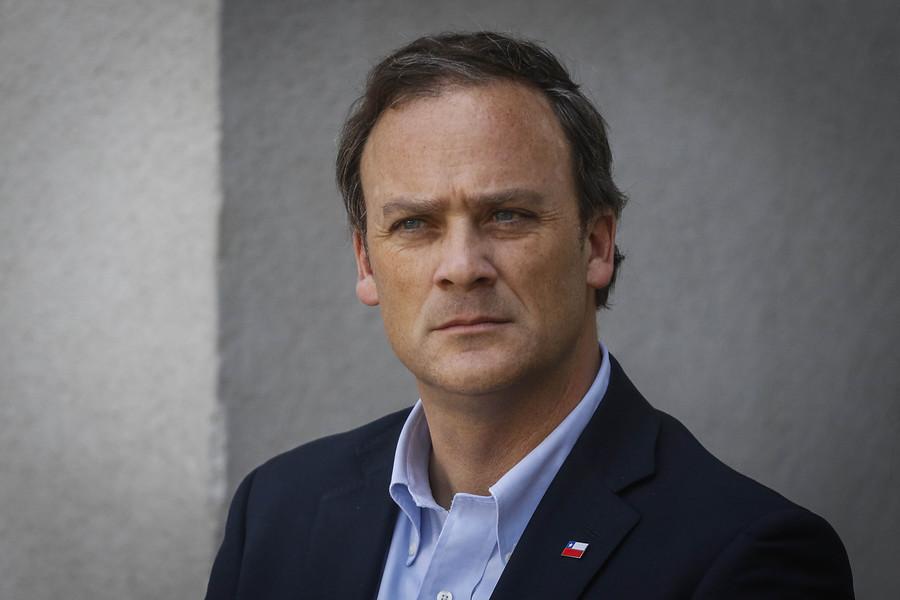 Mesa del Senado suspendió reunión con ministro Felipe Ward por polémicas declaraciones