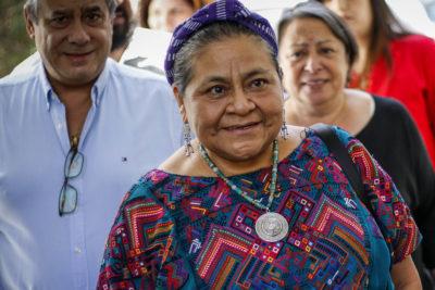 Rigoberta Menchú entrega carta en La Moneda y expresa preocupación por violaciones a los derechos humanos
