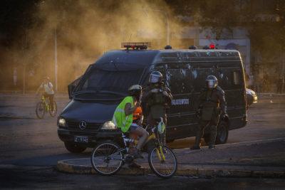 Dos reporteros gráficos fueron detenidos por Carabineros en Plaza Italia