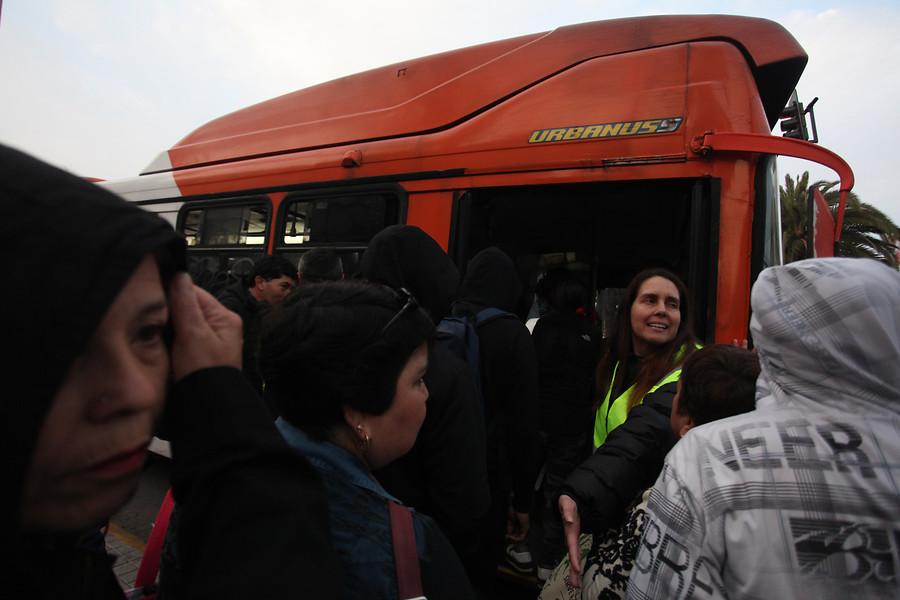 Aumentarán refuerzo de buses a partir de las 16:30 horas