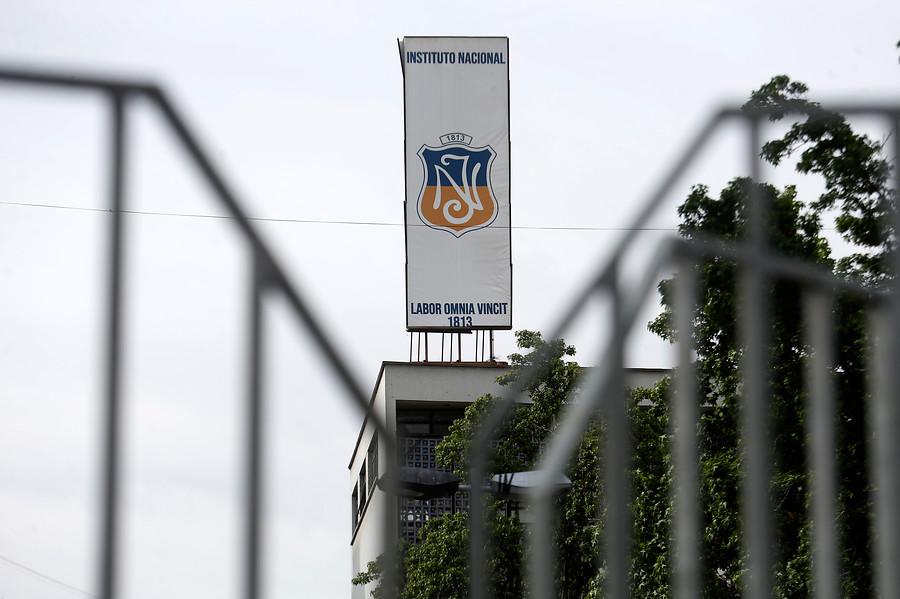 Estudiantes del Instituto Nacional anuncian protesta por cierre del año escolar