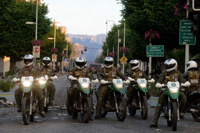 Detienen a mayor de Carabineros por disparos contra estudiantes del Liceo 7 de Santiago