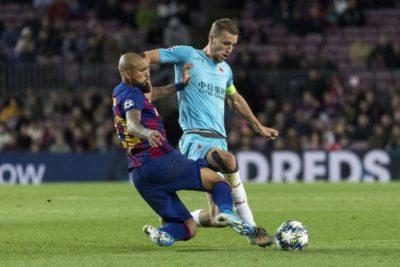 """Prensa catalana destaca jugada de Arturo Vidal: """"No da un balón por perdido"""""""